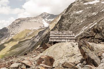 Paysage de montagne et de cabanon en Suisse