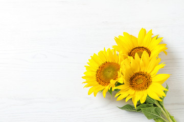 In de dag Zonnebloem Yellow sunflowers on wooden background, top view