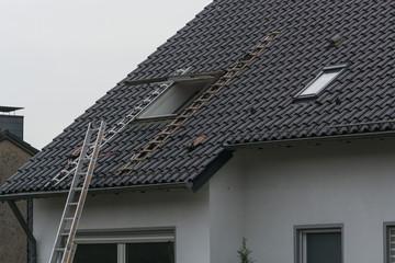 Roofing contractor builds roof windows