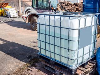 Wassertank auf einer Baustelle