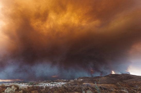 California wildfire threatening a neighborhood