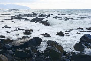 嵐で荒れる黄金岬
