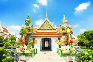Wall Mural - Wat Arun temple in Bangkok, Thailand