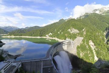 黒部ダムと観光放水