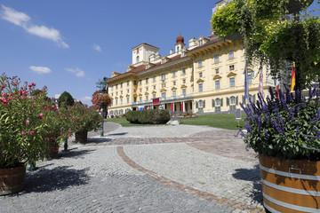 Fototapete - Eisenstadt: Schloss Esterhazy