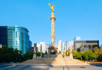 Photo sur Plexiglas Mexique The Angel of Independence at Paseo de la Reforma in Mexico City