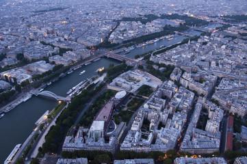 Paris Eyfel kulesinden akşam manzarası