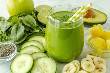Green detox spinach kale smoothies