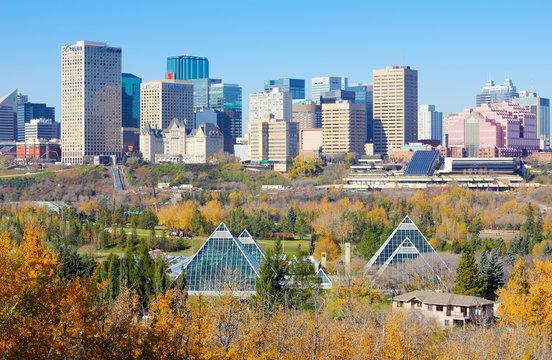 Cityscape of Edmonton, Alberta, Canada, during the autumn season.