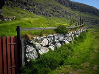 Wanderpfad auf den Färöer Inseln