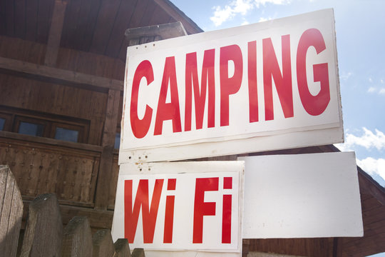 Sign on the guest house camping and wifi. Place the tent and camp for the night