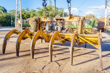 grappin pour le levage des cannes sur plateforme sucrière, île de la Réunion