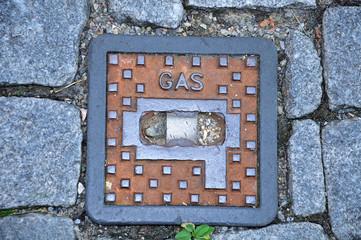 maintenance opening at urban gas distribution