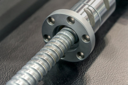 Close-up ball screw for heavy industrial