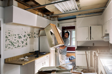 Kitchen: Pulling Down Cabinet Boxes