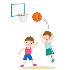 バスケットをする子どもたち