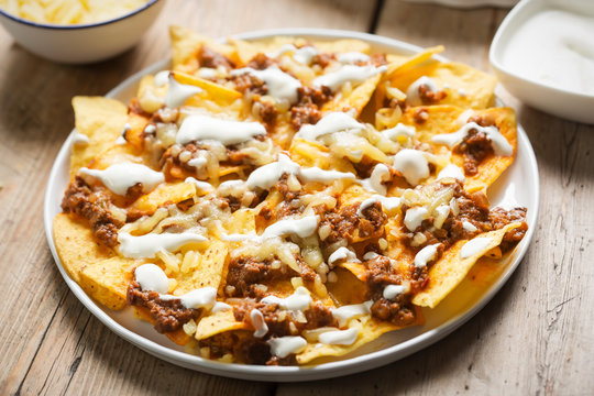 Chilli beef nachos with sour cream & grated cheese