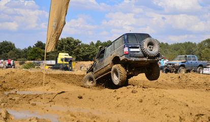muddy terrain, races and dangerous moves