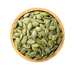 Stores photo Graine, aromate Dry pumpkin seeds in wooden bowl on white background