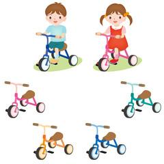 三輪車をこぐ男の子女の子