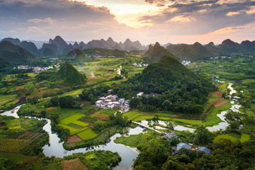 Keuken foto achterwand China Stunning sunset over karst formations landscape near Yangshuo China