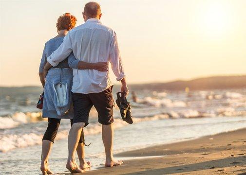 Portrait of an elderly couple hugging