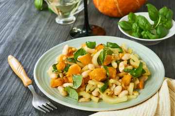 Salad with baked pumpkin, beans and bell peppers
