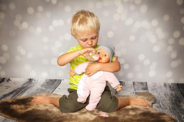 die Puppe genießt