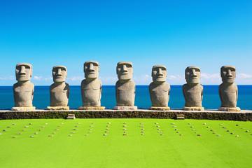 Photo sur Plexiglas Vert chaux Moai statues in Nichinan, Miyazaki, Japan