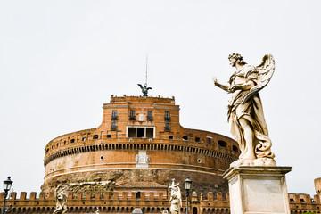 ローマ市内の古代遺跡(イタリア) サンタンジェロ橋の天使像とサンタンジェロ城