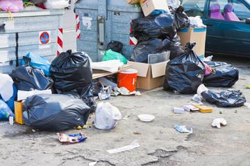 Overflowing garbage bins in a urban road