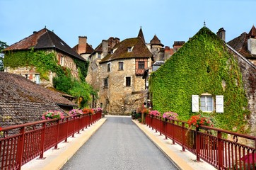 Fototapete - Picturesque houses of the beautiful Dordogne village of Carennac, France