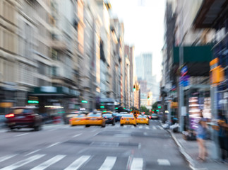 Fotomurales - Fast moving taxis on Fifth Avenue in Manhattan New York City blurred background