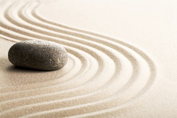 Photo sur cadre textile Zen pierres a sable Zen stones in the sand. Grey background