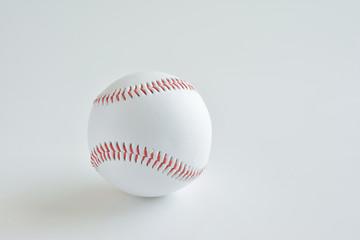 野球のボール 白バック