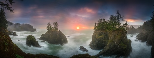 Staande foto Kust Sunset between Sea stacks with trees of Oregon coast