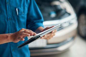 Mechanic with tablet computer