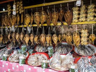 Laos  - Markt auf der Fahrt von Vang Vieng nach Vientiane
