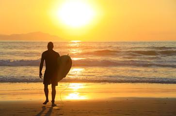 Papier Peint - surfista metiendose en el agua atardecer país vasco 4M0A8977-f18