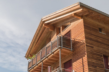 Holzhaus mit Balkon