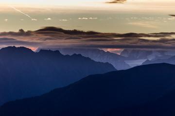 Sonnenaufgang in den Schweizer Alpen - Wallis