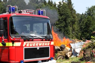 Feuerwehr beim löschen