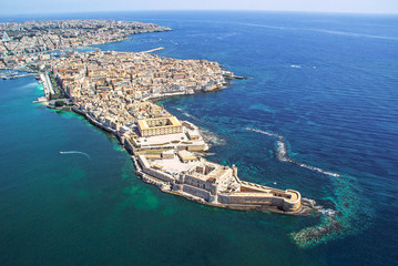 Coastline town Syracuse Sicily and old Ortigia island Fototapete