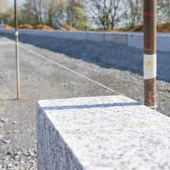 Bordsteine setzen im Strassenbau