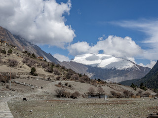 Trail through Manag Valley on Annapurna Circuit