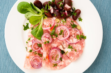 Presswurst mit Käferbohnensalat