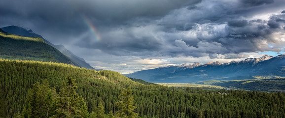 Columbia River Valley and Mountain range near Golden after the rain, British Columbia, Canada Fototapete