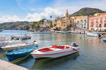 Photo sur Plexiglas Ville sur l eau Boats at Marina Corta in Lipari town