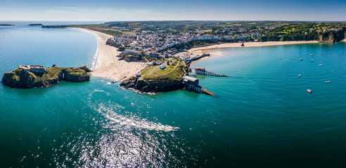 Aerial drone view of a picturesque and colorful coastal holiday town (Tenby, UK) Fototapete