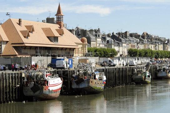 Ville de Trouville, le port de pêche à marée basse, département du Calvados, Normandie, France